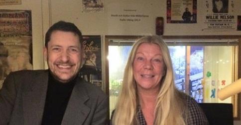 """Joakim Jonsson och Ewa Linnros är programledare på Mälaröarnas nyheternas radioprogram (fredagar 7-9, 101,4). Här är jag med """"Jocke""""."""