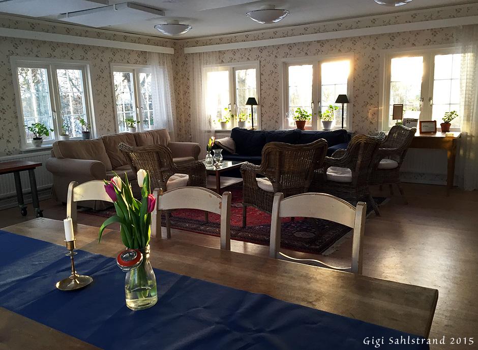 Matsalen/samlingsrummet är sååå charmigt på Lilla Sörgårdens pensionat.